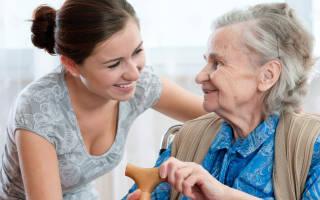 Досматривать пожилого человека за право наследства